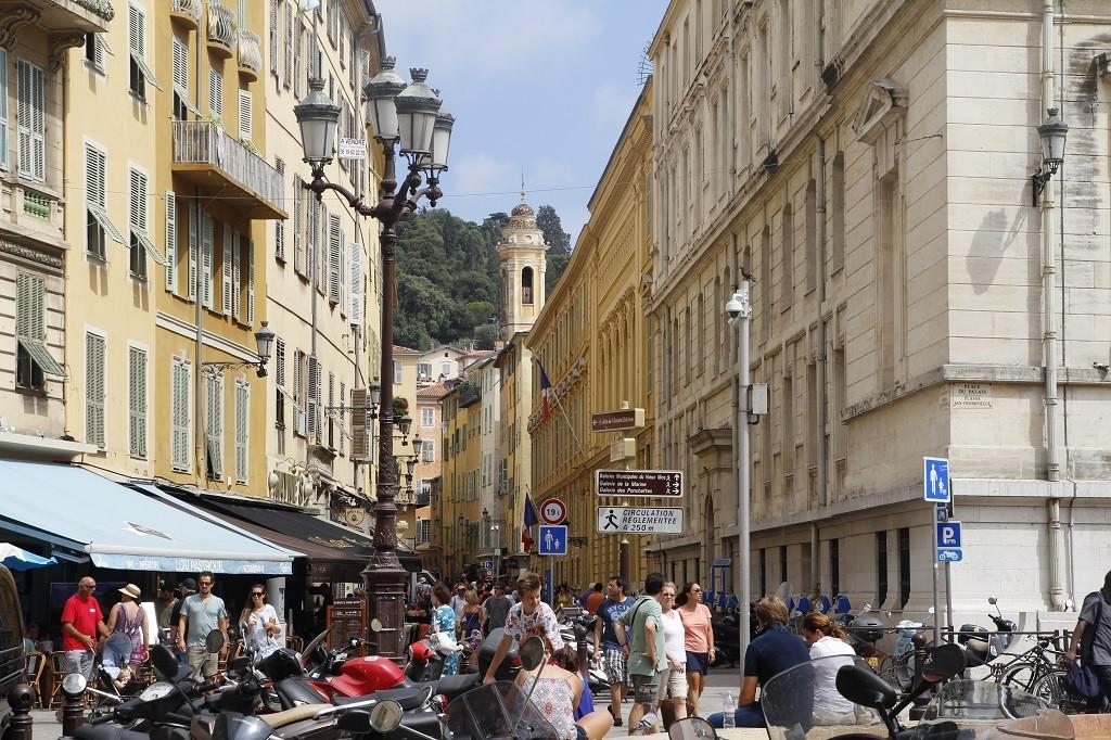 Eski Nice'in kalabalık, bir o kadar da güzel profili